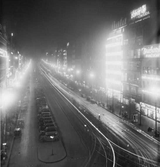 5.Václavské náměstí nocą, 1934