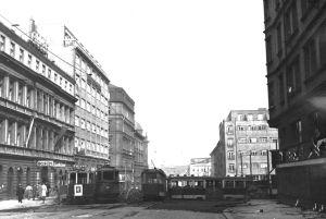 Barykady przed budynkiem radia