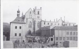 Emauzský klášter po bombardowaniu