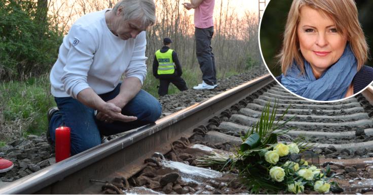 Mąż piosenkarki opłakujący jej śmierć w miejscu wypadku