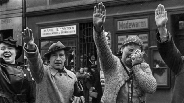 Czechosłowaccy Niemcy entuzjastycznie powitali wojska Hitlera w 1938 r.